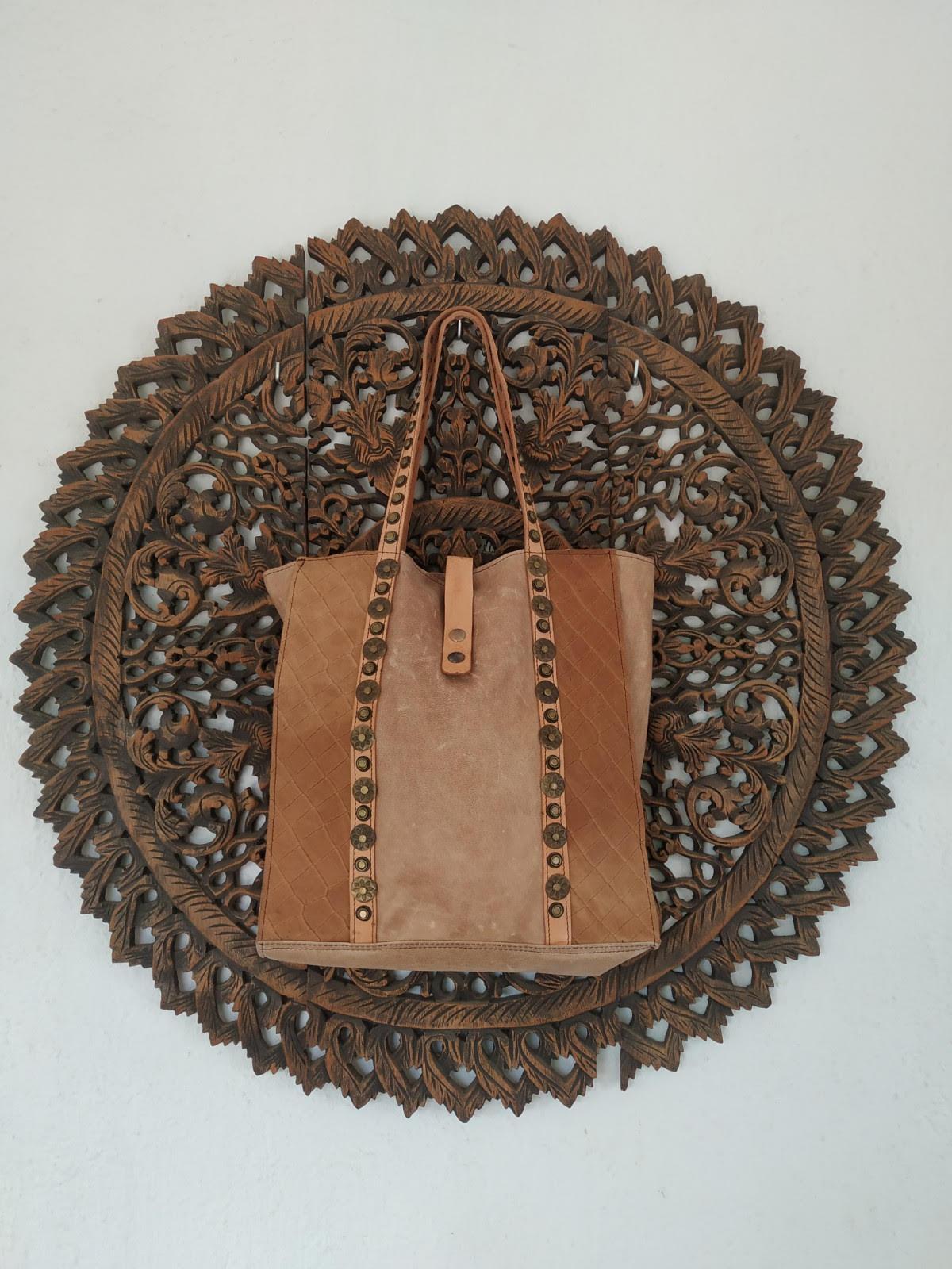 miuma-bolso-marron-piel-tachas-complemento-moda-cambrils