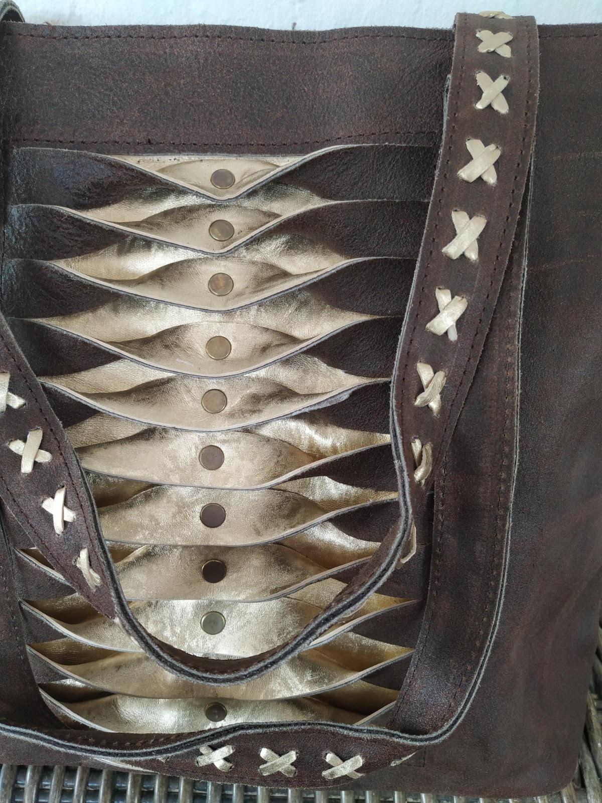 miuma-bolso-piegues-Negro con dorado-moda-complementos-cambrils(3)