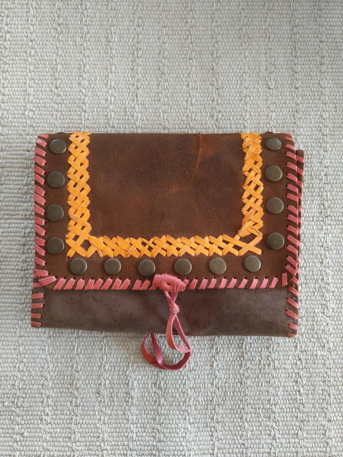 miuma-sobre-trenzado-marron-complementos-moda-cambrils